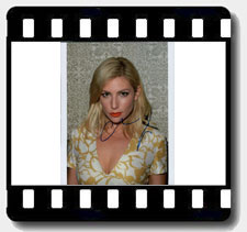 Ari Graynor signed autographs